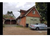 3 bedroom house in Mill Lane, Byfleet, KT14 (3 bed)