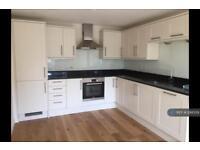 1 bedroom flat in Park Parade Centre, Hazlemere, Bucks, HP15 (1 bed)