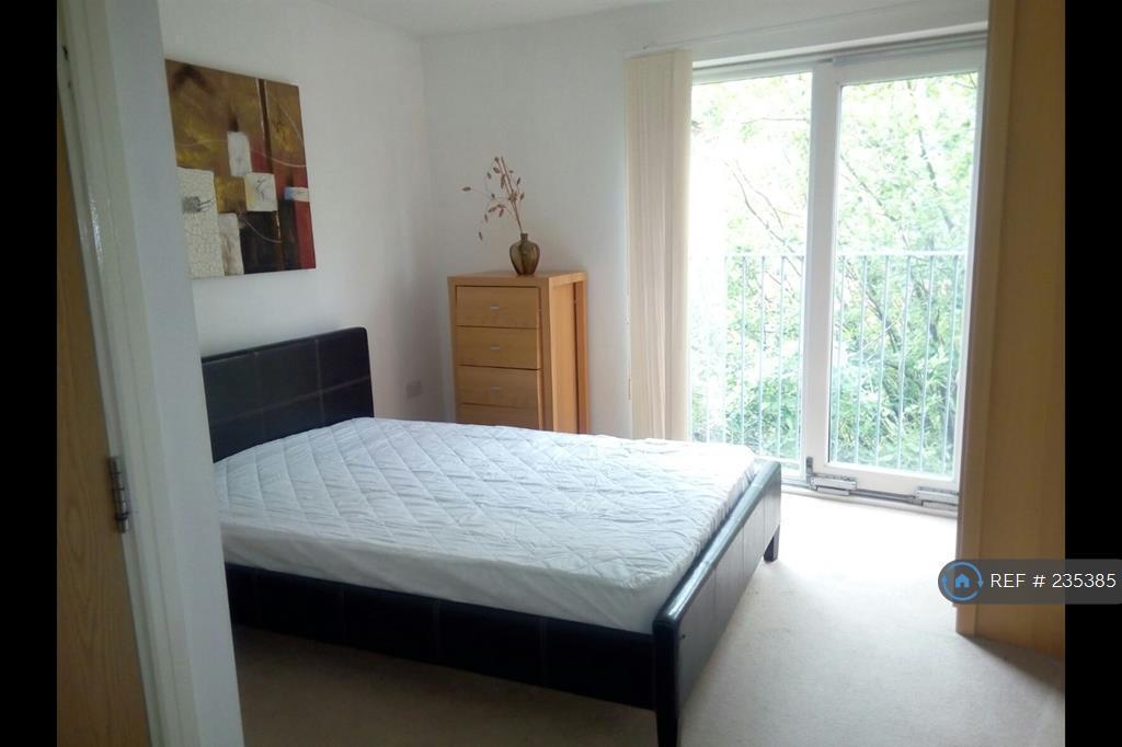 1 bedroom in Stillwater Drive, Manchester, M11