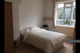 3 bedroom flat in Champlain House, London, W12 (3 bed)
