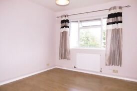 Spacious 2 Double Bedroom Flat in Worcester Park With Parking A 5 Minute Walk To The Station !!