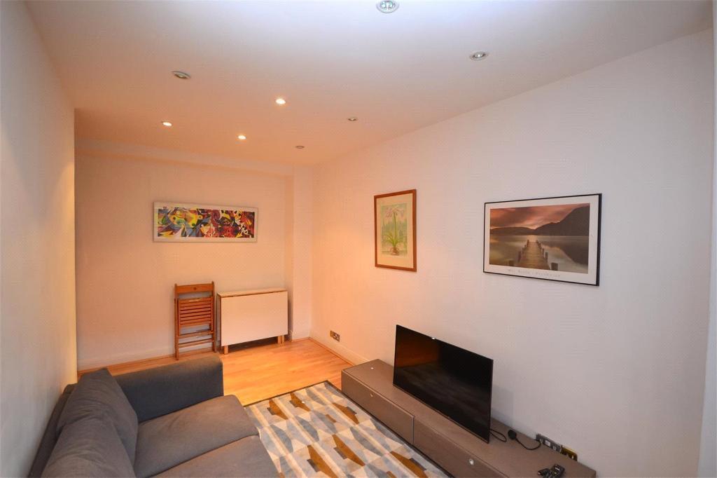 1 bedroom flat in Finchley Road, London, NW8