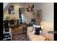 2 bedroom house in Globe Road, London , E2 (2 bed)