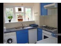3 bedroom flat in Studley Road, London, SW4 (3 bed)