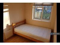 1 bedroom in Croyde Avenue, Hayes, UB3