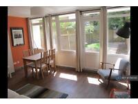 3 bedroom flat in Barrington Road, London, SW9 (3 bed)