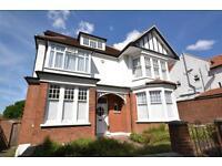 2 bedroom flat in Nether Street, Woodside Park, N12