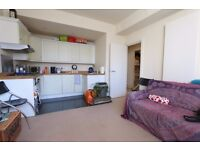 **One Bedroom Apartment WITH PARKING AVAILABLE IN ZONE 1!!!Aldgate, E1