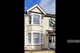 3 bedroom flat in Upper Floor, London, SW19 (3 bed) (#1081901)