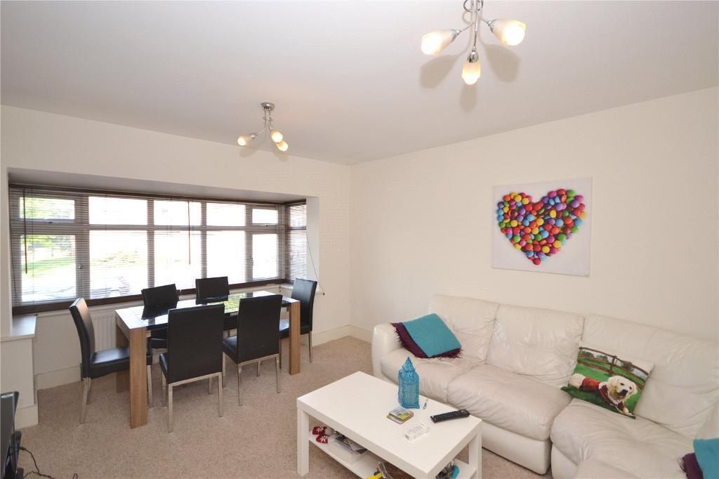2 bedroom flat in Watford Way, Mill Hill, NW7
