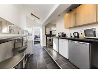 2mins from Brixton Tube - 4 bed house - MUST SEE!