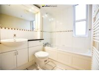 LARGE 1 BED FLAT - VIEWS OF THE THAMES - AVAILABLE ASAP - PRIVATE BALCONY - PORTER - PARKING - GYM