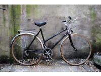 RALEIGH WEEKENDER. 21 inch, 53 cm. Vintage ladies women's dutch style mixte frame road bike