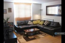 2 bedroom flat in Penwith Road, London, SW18 (2 bed)