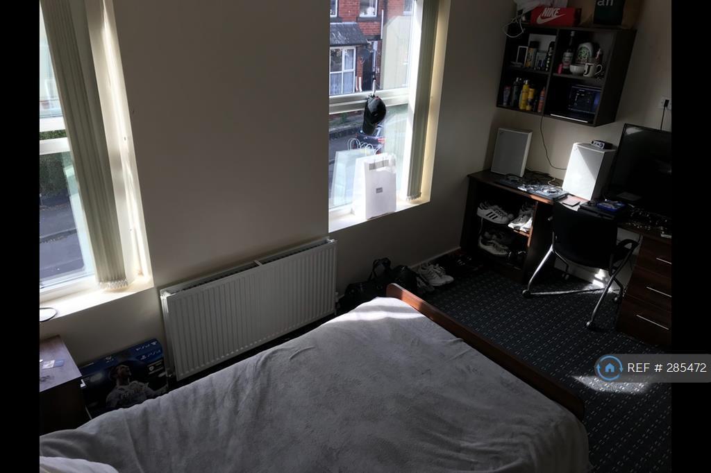 1 bedroom in Hessel Mount, Leeds, LS6