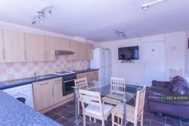 7 bedroom house in Barchester Close, Uxbridge, UB8 (7 bed) (#1064795)
