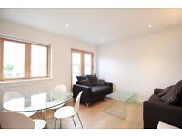 **Modern and spacious 1 bedroom flat in Palmers Green available! Fully furnished, high spec! **