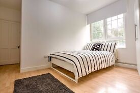 Large double room available! Call now!