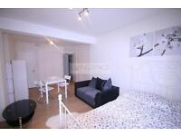 Studio flat in Kilburn Lane, Kilburn