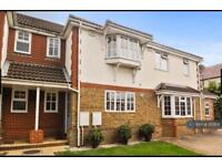 3 bedroom house in Leatherhead Road, Chessington, KT9 (3 bed)