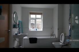 2 bedroom flat in Aden House, Ickenham, UB10 (2 bed)