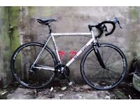 TRIANDRUN. 22 inch, 56 cm. Racer racing road bike, 18 speed, Campagnolo Mirage set, carbon fork.