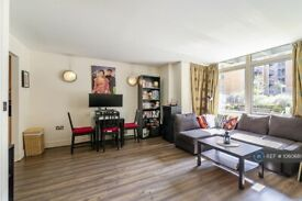 1 bedroom flat in Lowry House, London, E14 (1 bed) (#1060681)