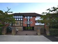 2 bedroom flat in Tudor Lodge, 49 Holden Road, Woodside Park, N12