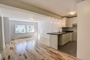 NEWLY RENOVATED SPLIT LEVEL!!!!!!! - Quiet next to the water!!! West Island Greater Montréal image 4