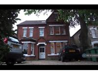1 bedroom flat in The Avenue, Richmond, TW1 (1 bed)