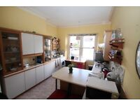 Spacious 3bed rooms flat, couple permitted in Redland or a family