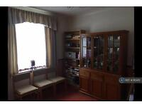 4 bedroom house in Mayesbrook Road, Dagenham, RM8 (4 bed)