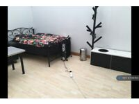 1 bedroom in Cromwell Grove, Manchester, M19 (#596763)