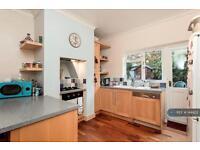 2 bedroom flat in Atheldene Road, London, SW18 (2 bed)