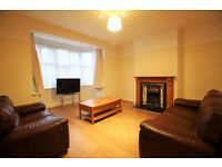 **STUNNING 4 bedroom house within catchment of local schools in North Finchley available NOW!!**