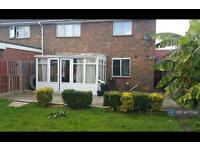 3 bedroom house in Woodfield Road, Crawley, RH10 (3 bed)