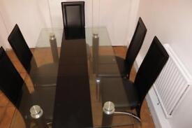 Stunning dining table + 6 chairs