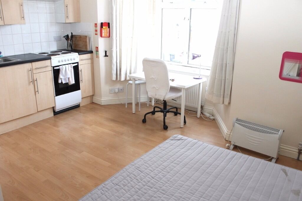 Immaculate studio flat available 20/08 for single tenant