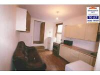Large 2 bedroom flat to rent on dunstable road close to town £850 pcm