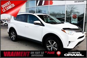 2017 Toyota RAV4 XLE (A6)  AWD, 82.80 $ chaque semaine