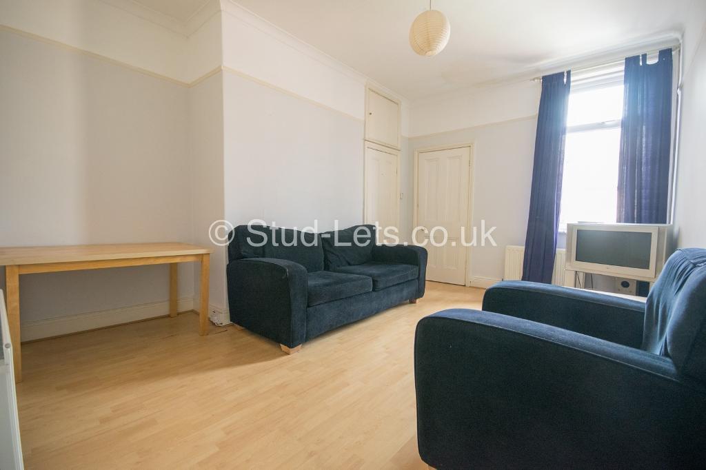 3 bedroom flat in Dinsdale Road, Sandyford, Newcastle Upon Tyne, NE2