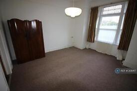 Studio flat in Lee High Rd, Lewisham, SE12