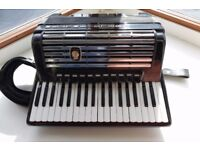Weltmeister Consona 96 accordion cassotto with high quality trolley case.7/8
