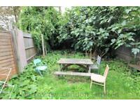 4 bedroom flat in Brownswood Road, Finsbury Park, N4