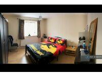 2 bedroom flat in Harlech Gardens, Hounslow, TW5 (2 bed) (#646474)