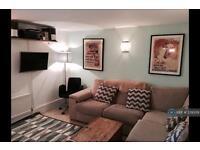 2 bedroom flat in Addington Square, London, SE5 (2 bed)