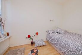 Two rooms available in a lovely house with garden in STRATFORD! 140 pw. all incl.