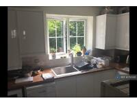 1 bedroom flat in Laindon, Basildon, SS15 (1 bed)