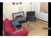 3 bedroom flat in Clapham Road, London, SW4 (3 bed)
