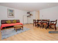 2 bedroom flat in Grafton Road, London, NW5 (2 bed) (#995366)